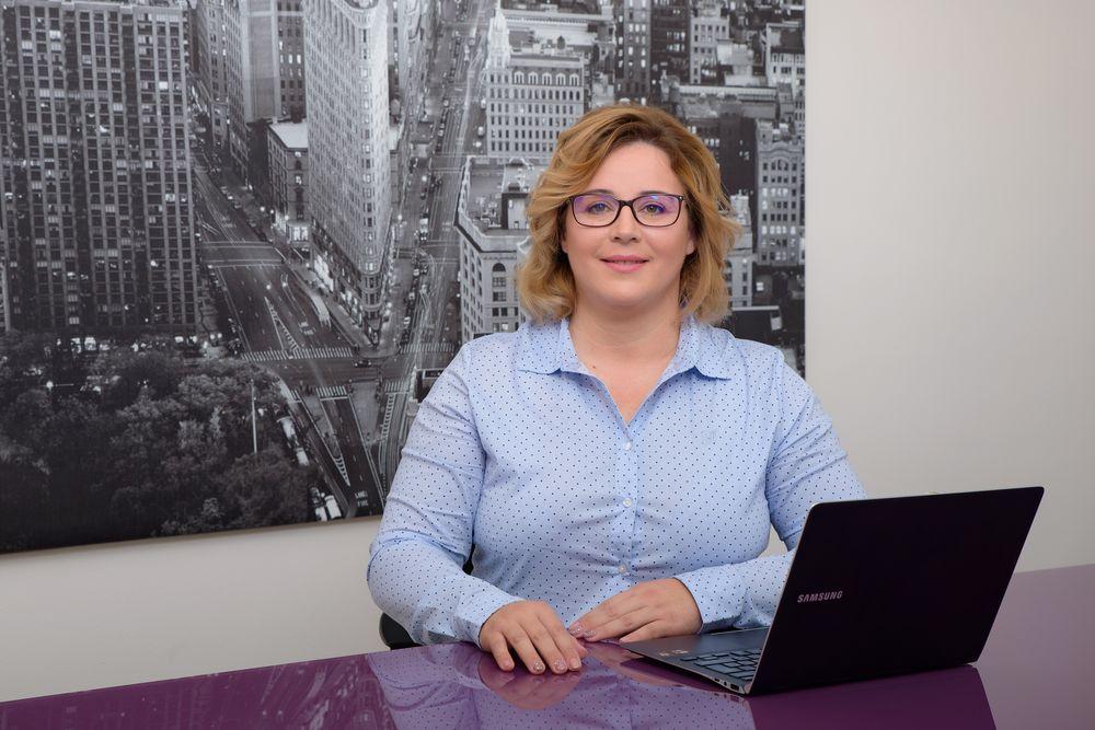 Regaroll - Szkupi Renáta ügyvezető